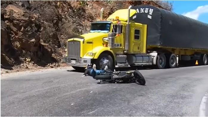 Video. Motociclista casi muere por culpa del mal estado en la vía Bucaramanga - San Gil | EL FRENTE
