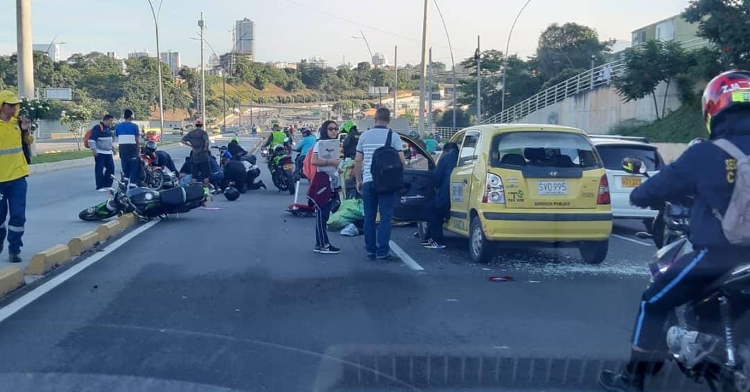 Accidente múltiple sobre la autopista a Floridablanca   Justicia   EL FRENTE
