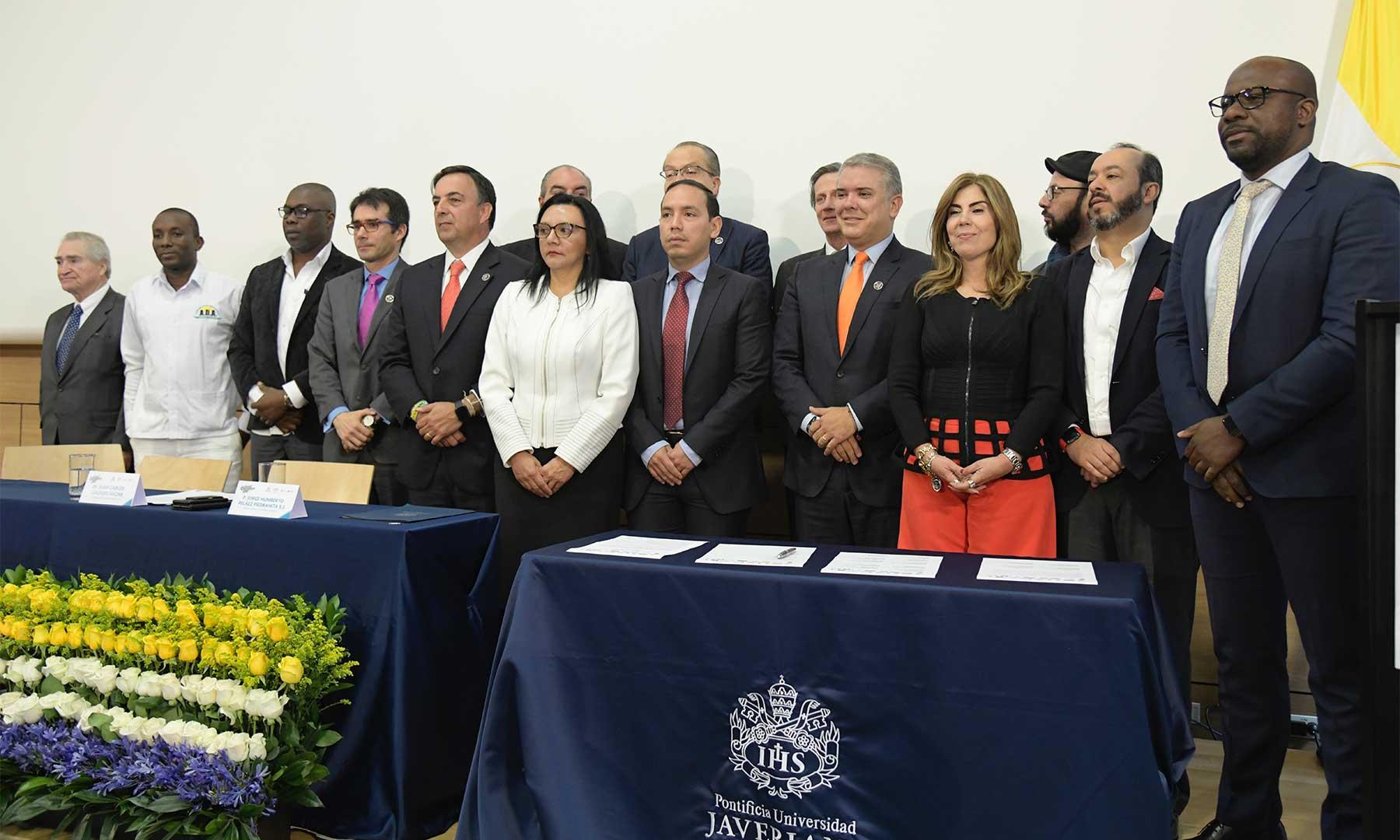 """Compromiso de todos los partidos políticos. Firmado el """"Pacto Ético por la Información""""   Colombia   EL FRENTE"""