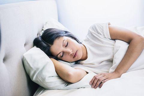 Cómo dormir sin arrugarse   EL FRENTE