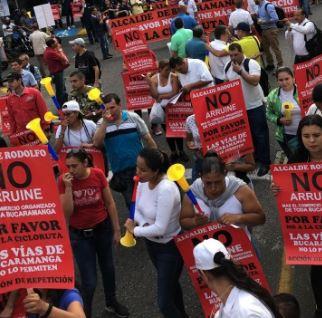 Comerciantes marchan por modificación de cicloruta en Bucaramanga   Metro   EL FRENTE