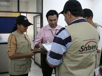 Encuestadores del Sisben estarían haciendo política en Bucaramanga    EL FRENTE