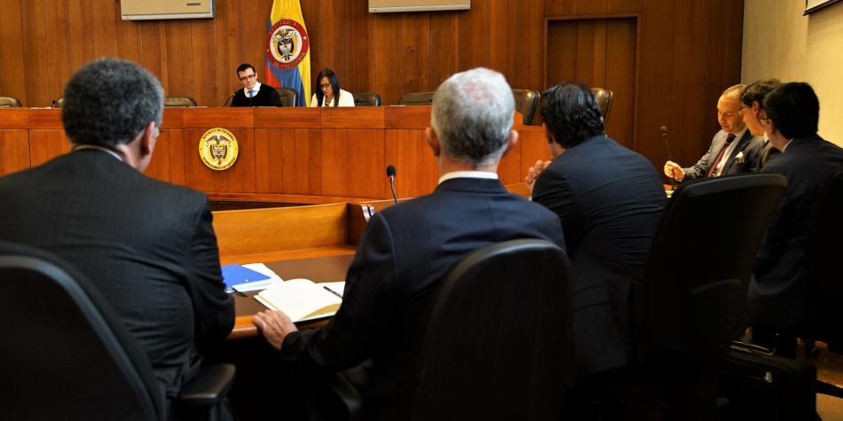 Álvaro Uribe es vinculado formalmente en un proceso por soborno de testigos   EL FRENTE