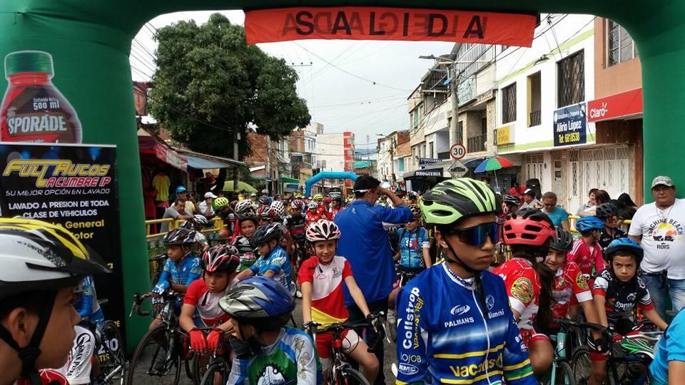 Barrio La Cumbre reúne al futuro del ciclismo | Local | Deportes | EL FRENTE