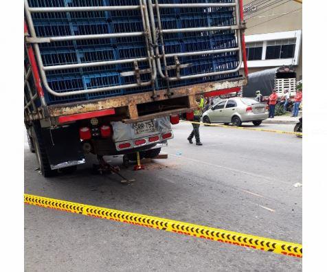Mujer atrapada bajo un camión murió en Clínica de Piedecuesta   EL FRENTE