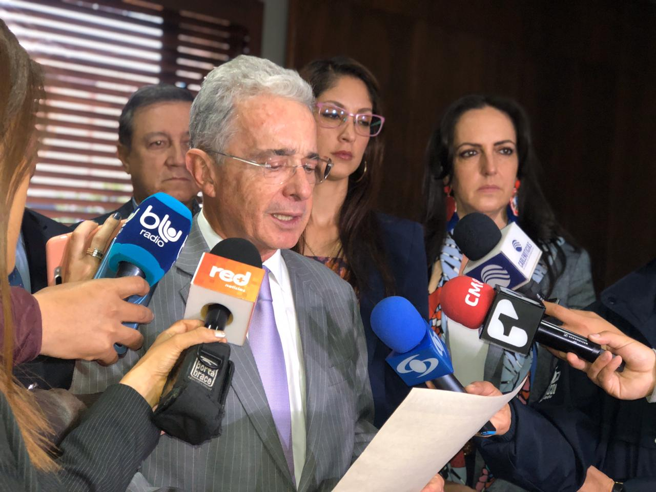 Uribe advierte presencia de agentes externos en Colombia para alentar protestas como las de Chile  | EL FRENTE