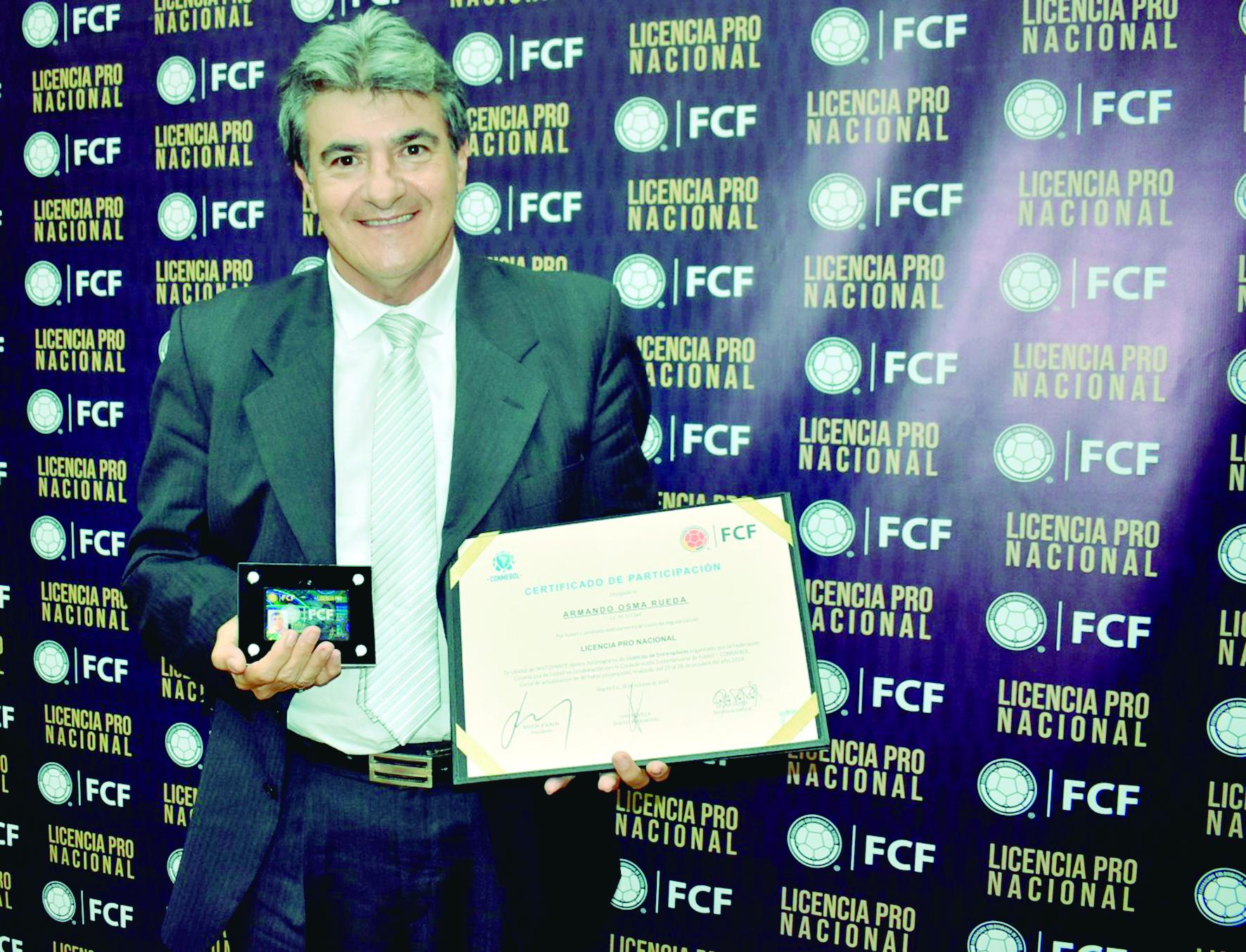 Armando Osma recibió Licencia de Entrenadores PRO | EL FRENTE