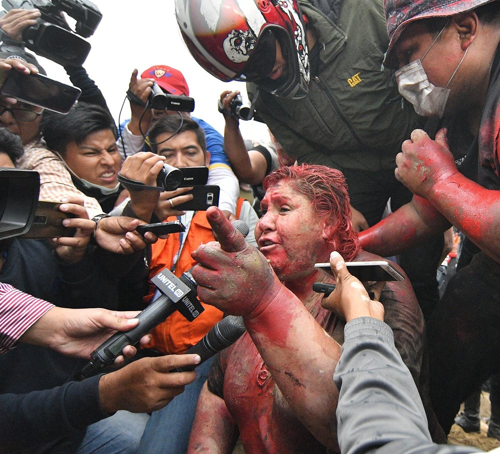 Oposición corta el pelo a alcaldesa en Bolivia | EL FRENTE