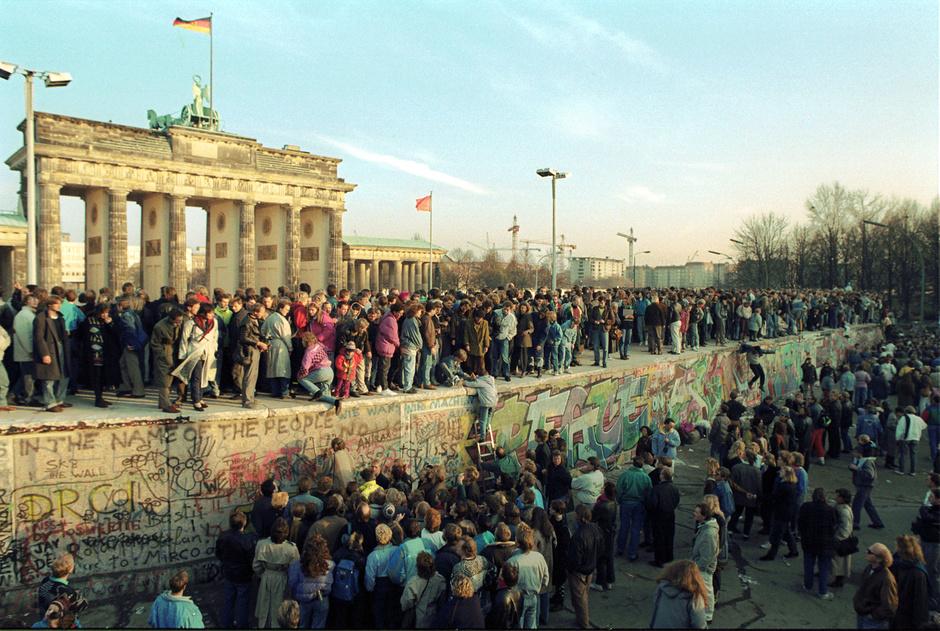 Treinta años de la caída del Muro de Berlín. Allí comenzó de nuevo la historia   EL FRENTE