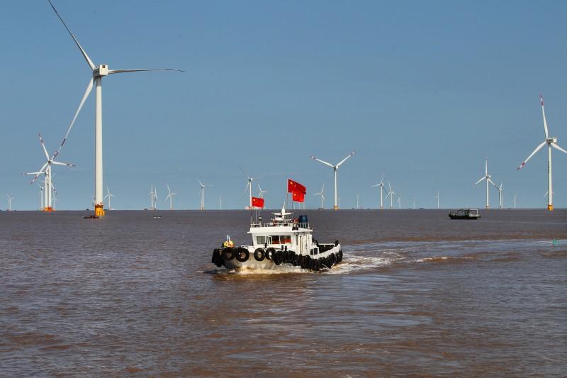 Le apuntan a un nuevo motor económico mundial. La mira está enfocada en la energía eólica marina  | EL FRENTE