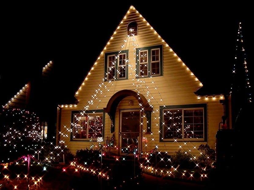 A familia le piden quitar decoración navideña por haberla puesto demasiado pronto | EL FRENTE