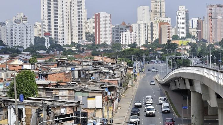 Reportan nueve personas muertas por una estampida durante una fiesta en una favela de Brasil   EL FRENTE