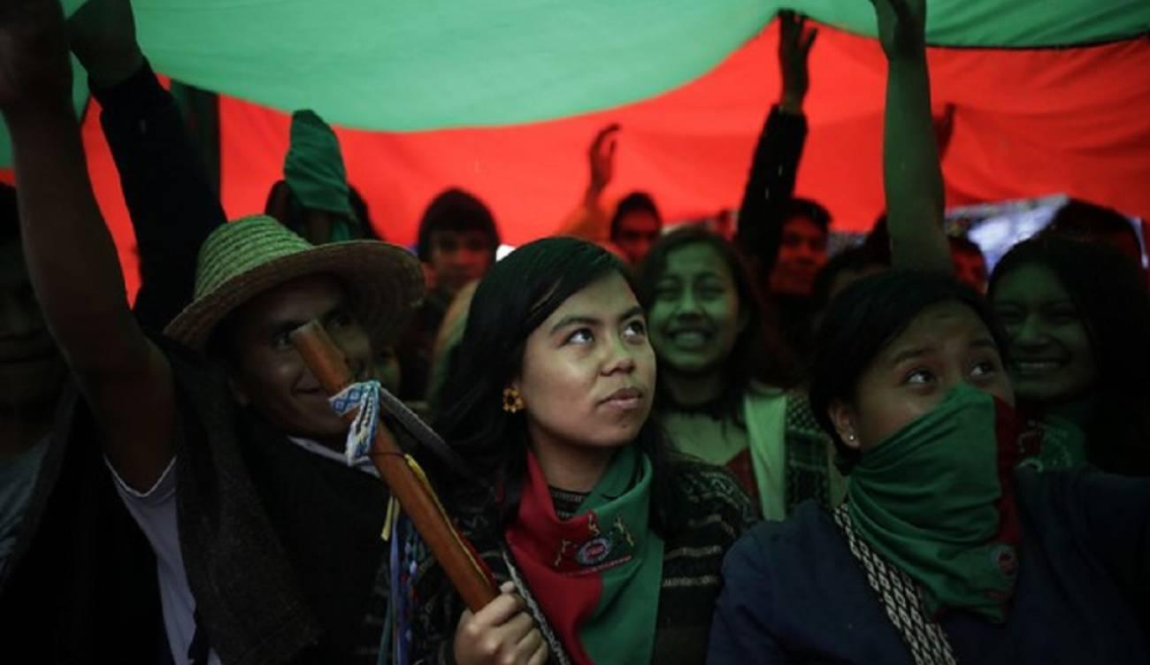 Más de 300 indígenas del Cauca realizaron un cacerolazo en Bogotá | EL FRENTE