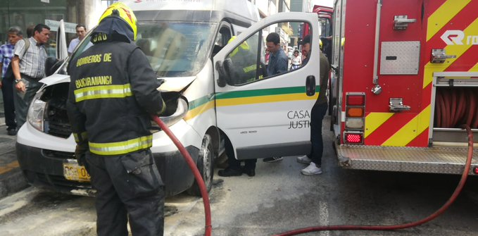 Bus de la Secretaría del Interior se incendió en el centro de Bucaramanga    EL FRENTE