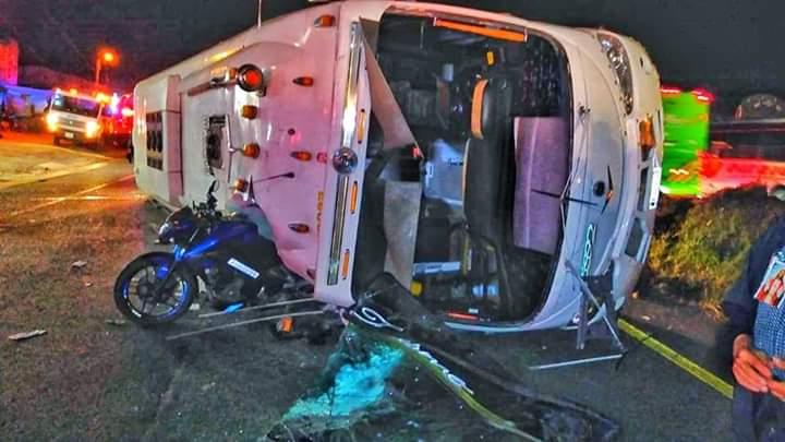 Volcamiento de un bus dejó como saldo 17 personas heridas en Boyacá | Nacional | Justicia | EL FRENTE