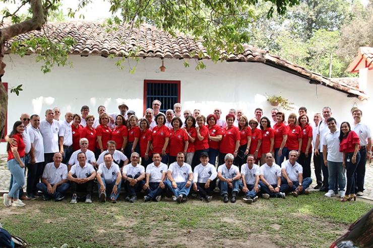 Egresados Facultad de Economía de la Santoto. Encuentro para celebrar 40 años de Graduación  | Educación | Variedades | EL FRENTE