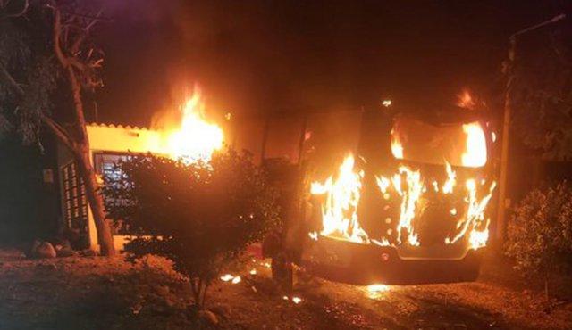 Epl quema buseta en Cúcuta    EL FRENTE