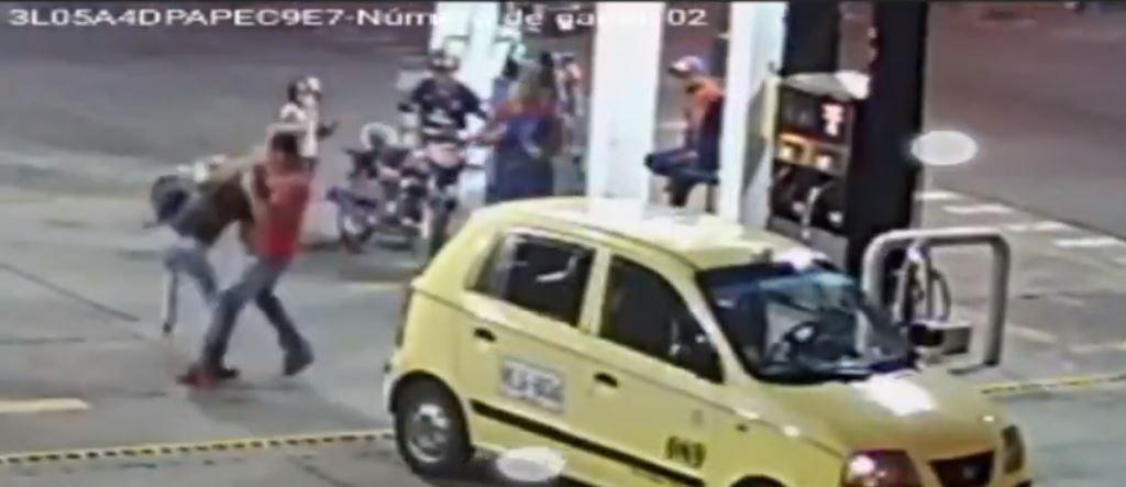 Taxista golpeó a una mujer por no tener sencillo   EL FRENTE