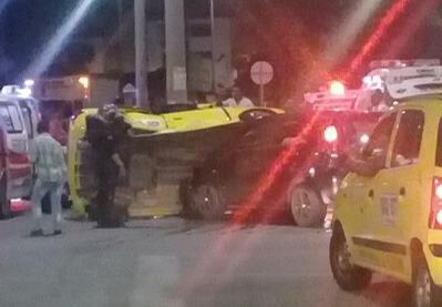 Tres personas heridas tras volcamiento de un taxi | Justicia | EL FRENTE