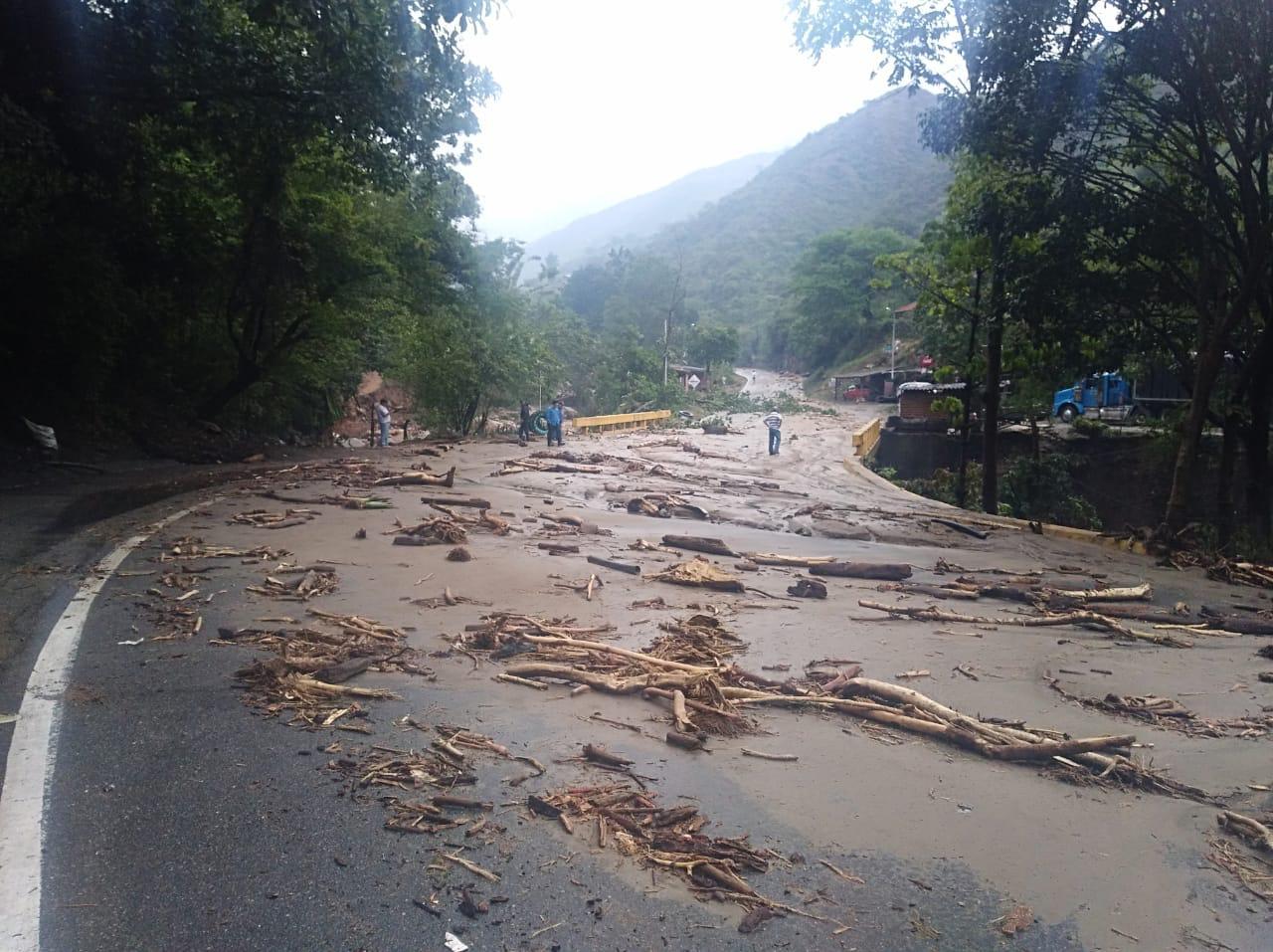Balance de la avalancha en Piedecuesta: 5 muertos, 6 heridos y un desaparecido | EL FRENTE