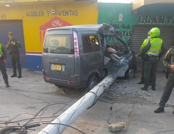 Violento choque contra un poste deja un muerto en Barranquilla  | EL FRENTE