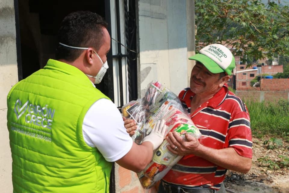 Alcaldía entrega 20 mil mercados a familias vulnerables en Girón | Girón | Metro | EL FRENTE