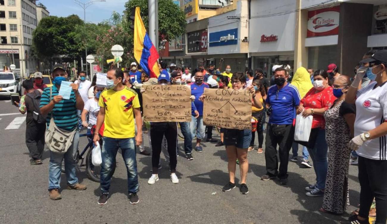 Vendedores ambulantes saldrán a laborar tras prohibición de la Alcaldía   EL FRENTE