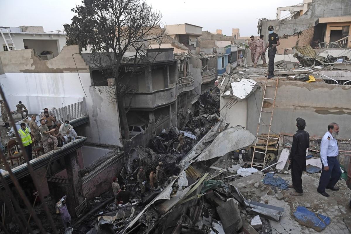 Un Airbus A-320 se estrelló en zona residencial de Pakistán | EL FRENTE