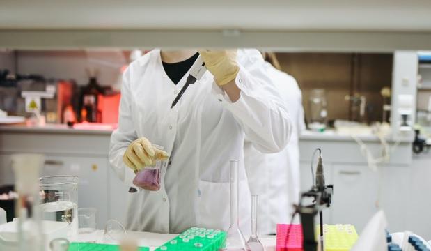 Hay 15 mil 53 resultados de pruebas covid-19 retrasados | EL FRENTE