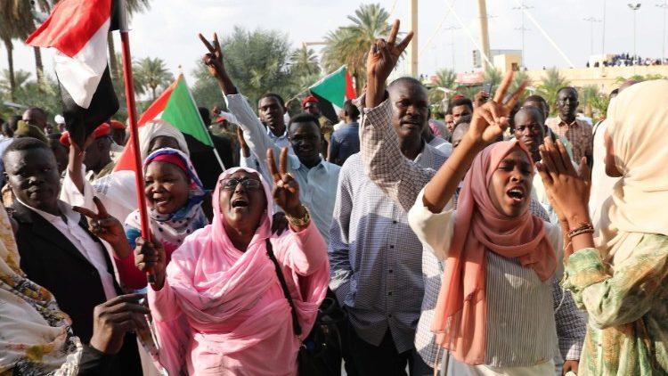 Sudán aprueba castigo a mutilación genital femenina  | EL FRENTE