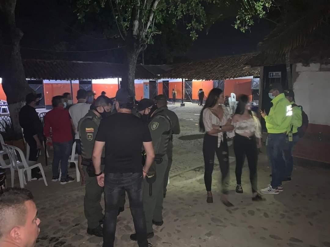 50 personas de fiesta en pleno toque de queda | EL FRENTE