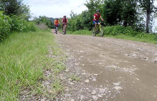 Campesinos se 'embejucaron' y cierran paso a ciclistas | EL FRENTE
