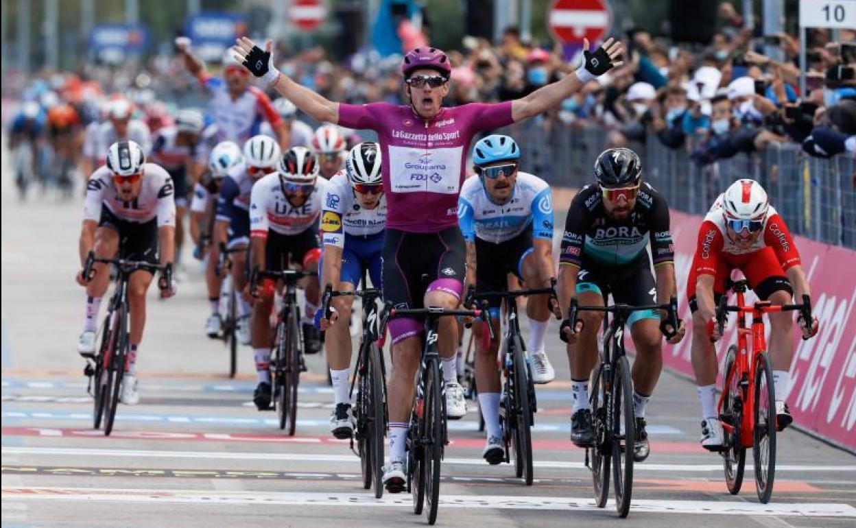 Démare llega al `Póker´ de victorias de etapa en el Giro | Internacional | Deportes | EL FRENTE