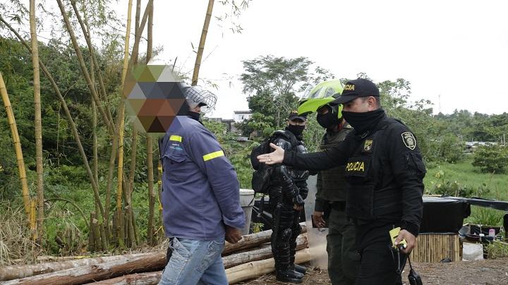 Intervenidos asentamientos humanos piratas. Construcciones en terrenos deleznables son un peligro | Santander | EL FRENTE