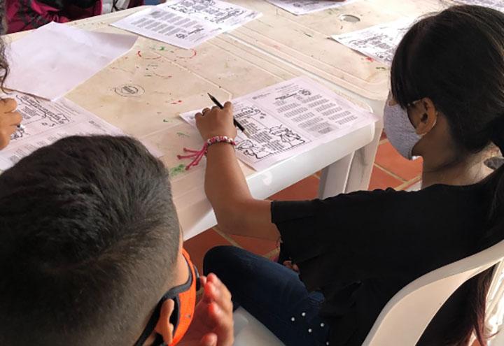 Al menos 70 menores venezolanos reciben ayuda escolar y social | EL FRENTE
