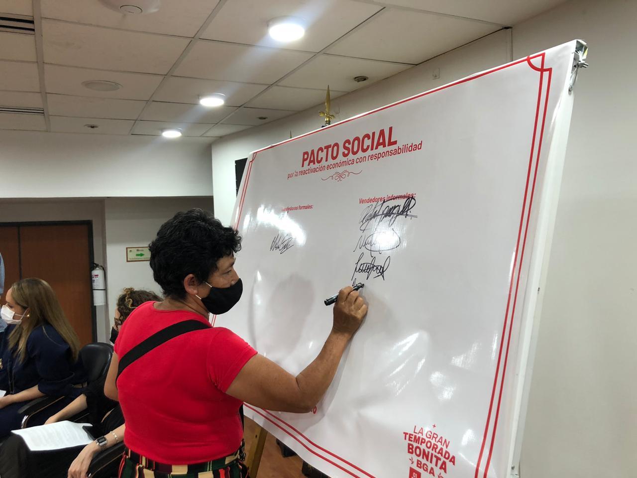 Comercio formal e informal firmó un Pacto Social por el autocuidado | EL FRENTE