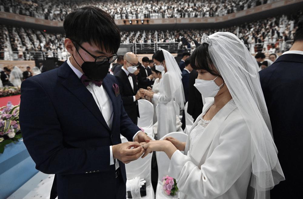 Prohíben bodas y funerales para contener la Covid-19   EL FRENTE