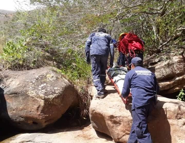 Hombre que iba de paseo con su novia cayó a un abismo  | Justicia | EL FRENTE