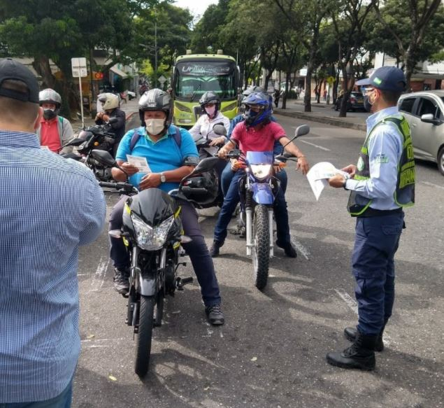 Con jornadas pedagógicas recalcan el uso del casco reglamentario | Bucaramanga | Metro | EL FRENTE