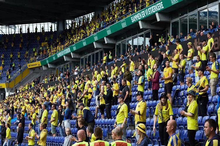 Dinamarca permitirá público en estadios de fútbol  | EL FRENTE
