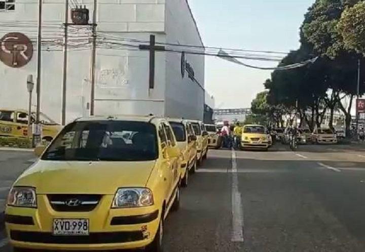 Así avanza la protesta de los taxistas y conductores de buses y busetas en Bucaramanga | Municipios | Santander | EL FRENTE