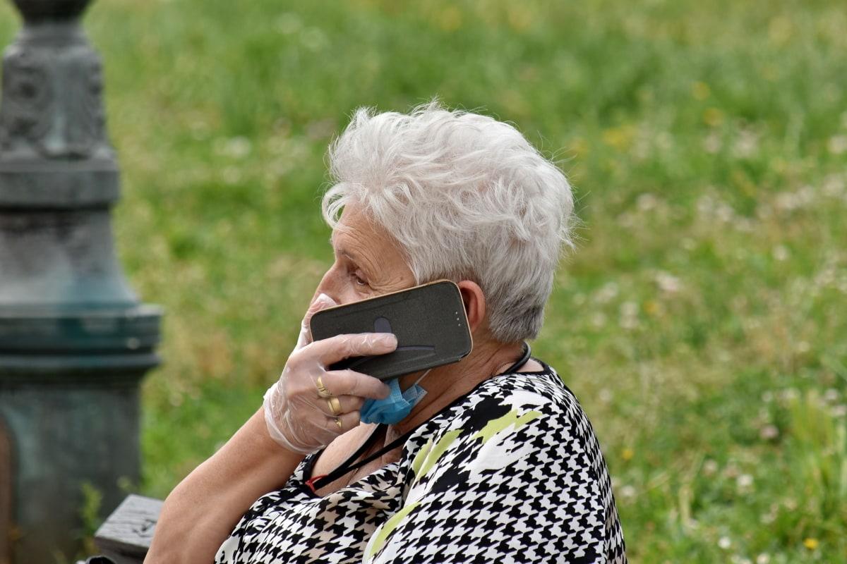 Roban más de 32 millones de dólares a mujer de 90 años  | Noticias | Mundo | EL FRENTE
