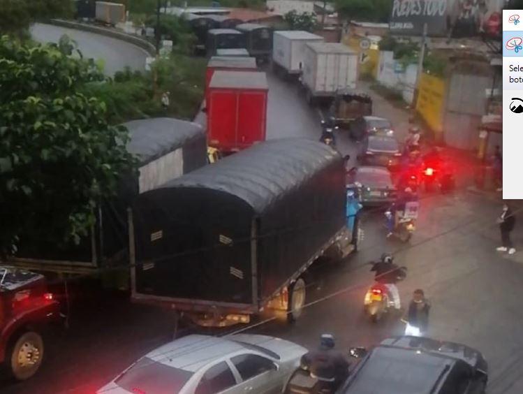 Transportadores siguen paralizados en el norte de Bucaramanga   EL FRENTE