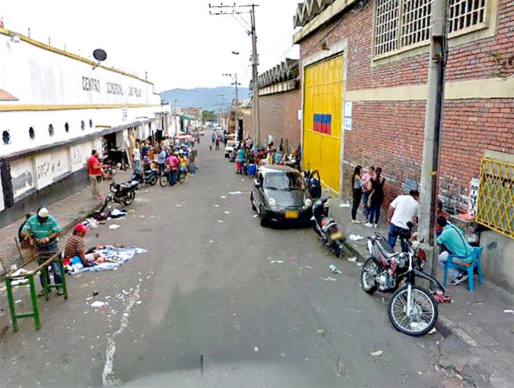 """Por ser el """"centro del delito"""", piden intervención en el 'Mercado de las Pulgas'   EL FRENTE"""