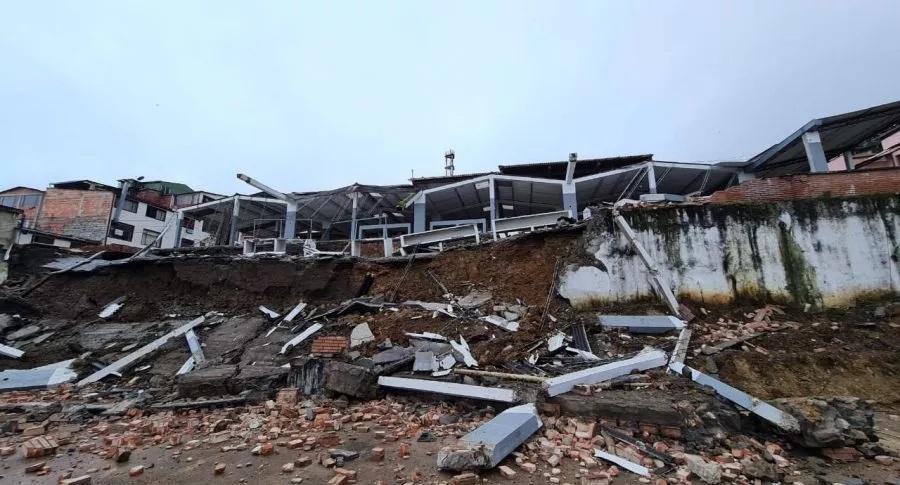 Se desplomó plaza de mercado tras aguacero  | EL FRENTE