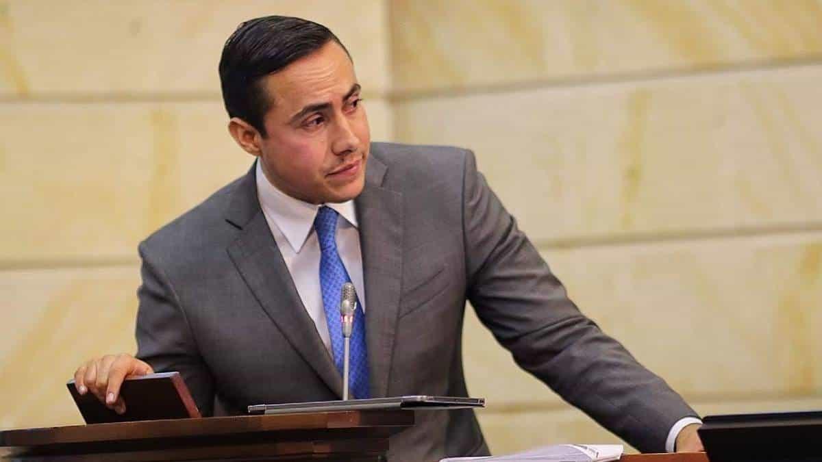 Gobernador de Santander envía mensaje de apoyo a su hermano Richard, capturado ayer   EL FRENTE