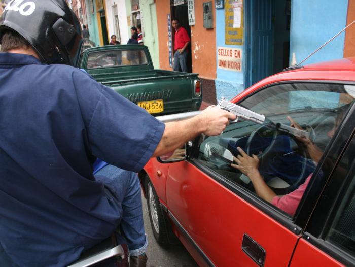 Dos mil atracos ocurren diariamente en Colombia | EL FRENTE