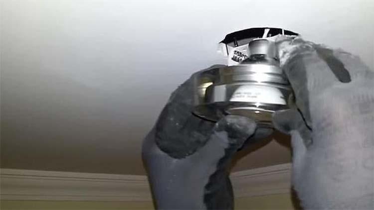 Arreglar un bombillo le costó la vida cuando cayó desde dos metros de altura   EL FRENTE
