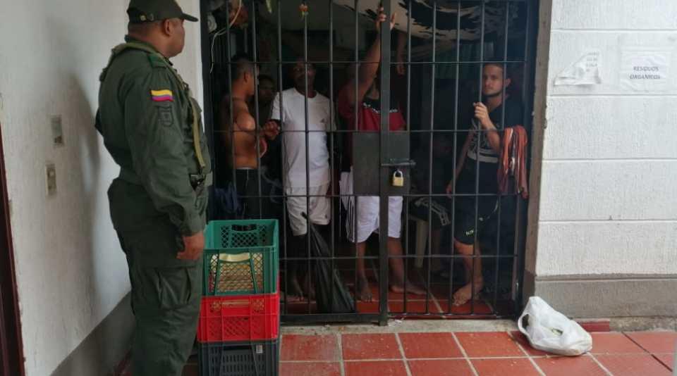 ¿Quiénes deben responder por hacinamiento en estaciones de Policía? Por: Hernando Mantilla Medina  | EL FRENTE