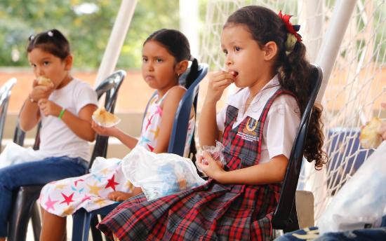 Listo el PAE para los colombianitos escolarizados de Bucaramanga  | Metro | EL FRENTE